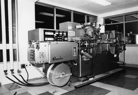 ハッシャー製・全自動PTP機
